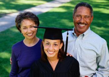 orangtua membantu anaknya mendapatkan beasiswa